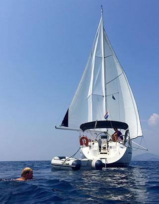 Zeilen met een schipper Griekenland
