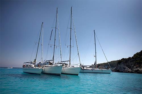 boten in de baai